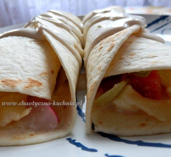 Tortilla z sałatką grecką