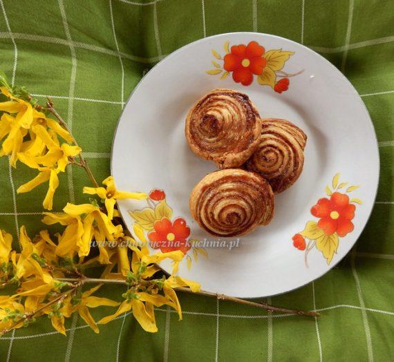 Ślimaczki z ciasta francuskiego z cynamonem