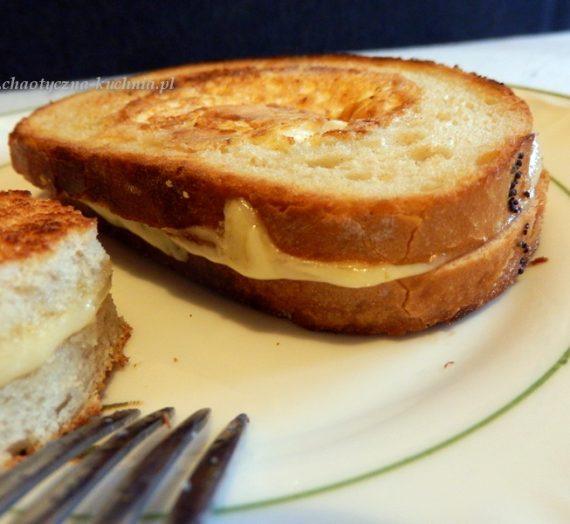 Jajko sadzone w grzance z serem